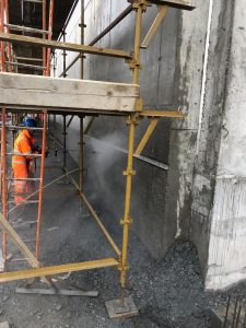 UHP unit used for keying a wall for the application of stone cladding